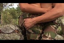 <strong>Militares colombianos gay follando</strong> en el monte